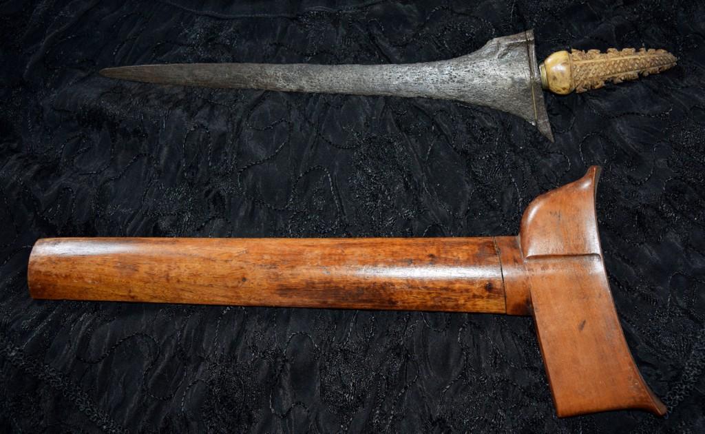 Bone handled straight edged Kris (Early to mid 19th Century)